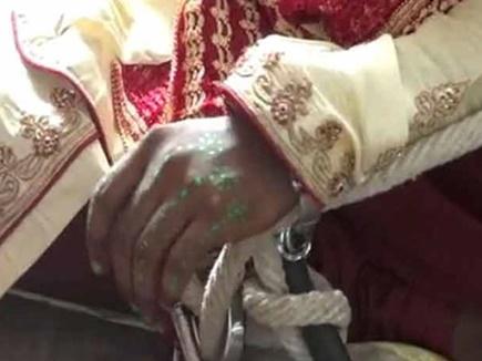 groom handcuffed 20 04 2017