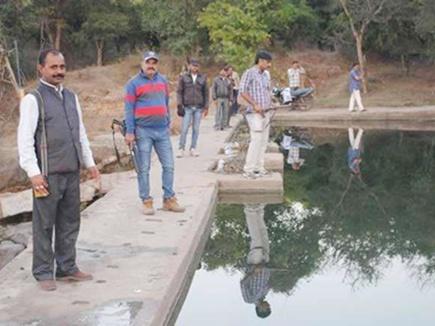 बन्दूकधारी कर रहें हैं पानी की सुरक्षा