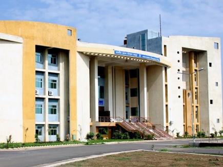 आईआईएम रायपुर में100 फीसदी प्लेसमेंट