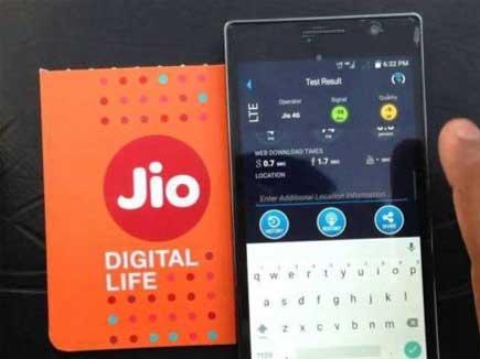 रिलायंस जियो मात्र 999 रुपए में देगा 4जी फीचर फोन