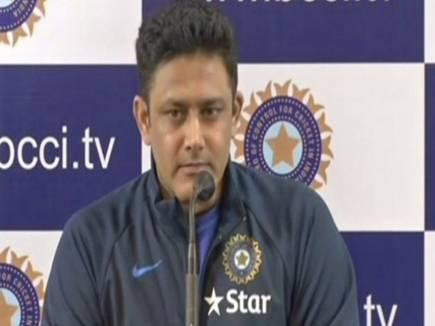 अनिल कुंबले का टीम इंडिया के चीफ कोच पद से इस्तीफा