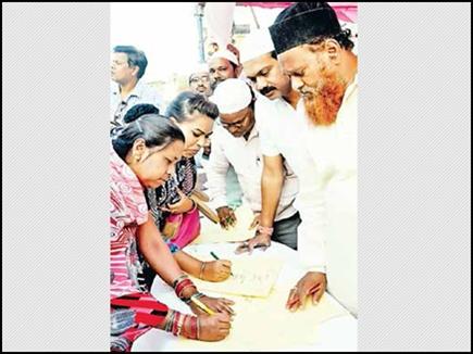 रायपुर में हनुमान मंदिर को बचाने मुस्लिम समाज ने चलाया हस्ताक्षर अभिया