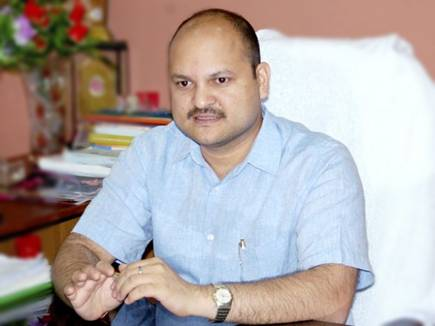 राहुल के आने से पहले  मंदसौर कलेक्टर,एसपी  समेत 5   आईएएस अफसरों के तब