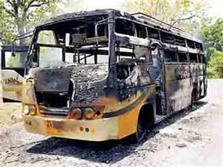 naxalites set fire on bus 30 05 2017