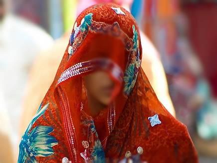 newly married women 2017128 15404 08 12 2017