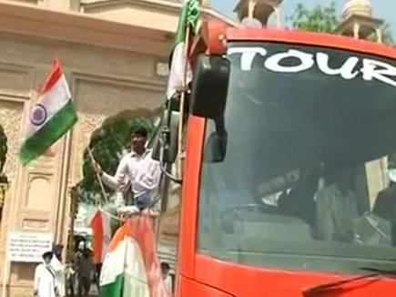 दिल्ली से कश्मीर जा रहे युवाओं को लखनपुर में रोका