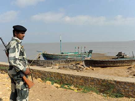 भारत में घुसने की फिराक में दो पाकिस्तानी नाव