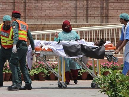 पाकिस्तान में हादसा : गैस पाइपलाइन से टकराई वैन, 16 लोग जिंदा जले