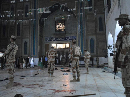 pakistan sufi shrine attack 17 02 2017