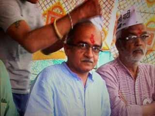 इंदौर में 'आप' नेता प्रशांत भूषण की टोपी उतारी