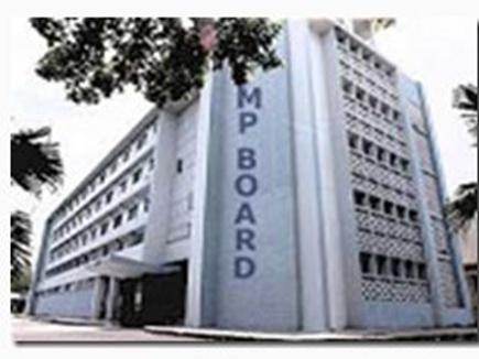 मप्र 10 वीं परिणाम घोषित :छात्राओं ने  बाजी मारी,मुकेश,दिव्या रहे Topp