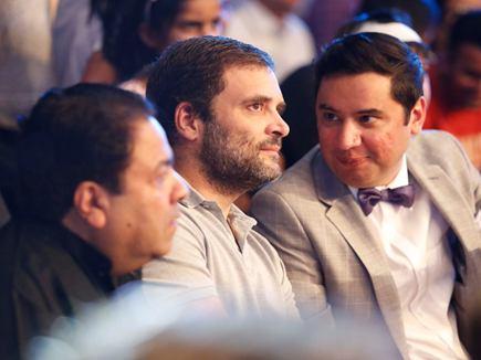 विजेंदर के मैच में राहुल गांधी के सामने लगे 'मोदी-मोदी' के नारे