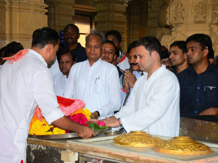 rahul in somnath temple1 05 12 2017