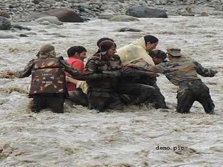पिकनिक मनाने बुधनी गए ,25भोपाली  बाढ़ में  फसें ,4 बहे