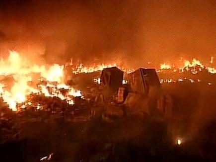 दिल्ली के रिठाला में आग से 400 से अधिक झुग्गियां जलकर खाक