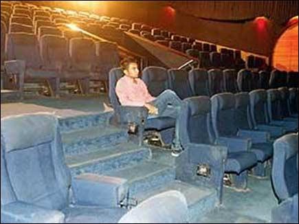 नोट बंदी ने किया सपना पूरा, अकेले बैठकर मल्टीप्लेक्स में देखी फिल्म