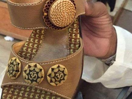 ओम लिखे जूते बिकने से नाराज हुए पाकिस्तानी हिंदू