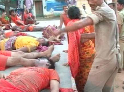 देवघर:कांवड़ियों पर लाठीचार्ज, भगदड़ से 11 की मौत