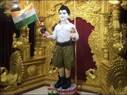 RSS की ड्रेस में भगवान स्वामीनारायण, मचा बवाल