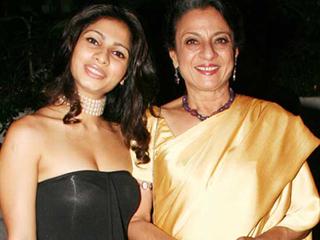 Image result for पार्टी में तनीषा मुखर्जी
