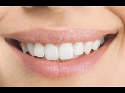 इन पांच तरीकों से दांतों को रखें मजबूत, नहीं आएगी सांसों से बदबू