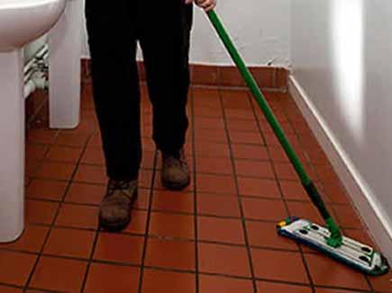 ऑफिस व शौचालय सफाई के लिए मांगे अनारक्षित वर्ग के युवा