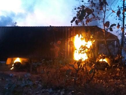 दो ट्रकों की भिड़ंत में लगी आग,चालक जिंदा जले