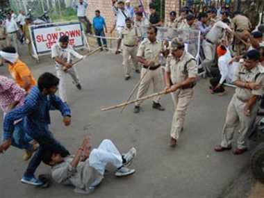 एबीवीपी ने सिंधिया स्कूल पर किया प्रदर्शन, पुलिस ने भाजीं लाठियां