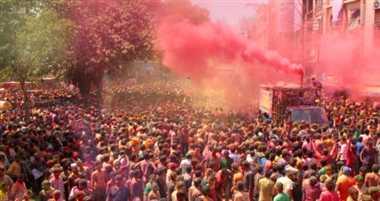 Image result for रंगपंचमी के रंगारंग त्यौहार पर , पूरा इंदौर रंग व गुलाल से सराबोर