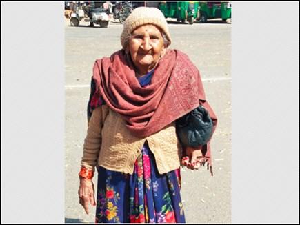 ये है फौजी की 100 साल उम्र की पत्नी, दूसरों के काम के लिए करती हैं संघर्ष