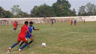 40 टीमों के बीच शुरू हुआ फुटबाल का रोमांच