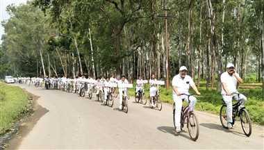 स्वच्छता जागरूकता के लिए निकली साइकिल रैली