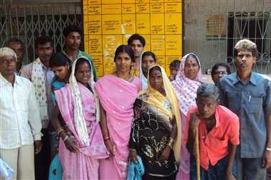 ग्रामीणों ने किया जनपद कार्यालय का घेराव