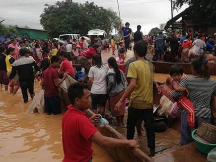 लाओस में बांध टूटने से आई बाढ़ में तीन हजार लोग फंसे