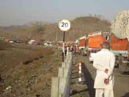 गणपति घाट में हादसा, ट्राॅले ने मारी वाहनों को टक्कर, 7 घायल