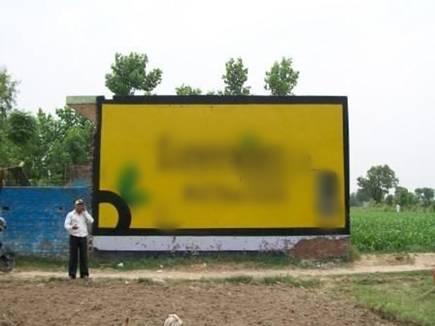 advertisement on wall 2017520 14540 20 05 2017