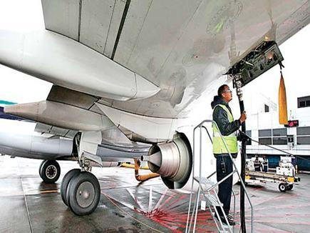 विमान ईंधन एटीएफ की कीमत में कटौती, पेट्रोल और डीजल से भी हुआ सस्ता