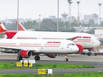 तय रफ्तार से तेज उड़ाया विमान, Air India के दो पायलट निलंबित
