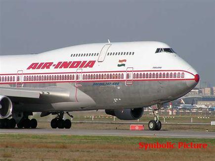 आखिर ऐसा क्या हुआ जो 4 घंटे तक 'बंधक' बने रहे 270 विमान यात्री