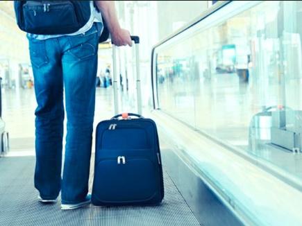 सुकून से करती है हवाई यात्रा तो, बैग में इन चीजों को न ले जाएं