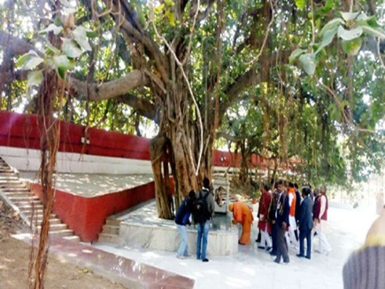 Prayag Kumbh: डाक विभाग के स्पेशल कवर पर अक्षयवट व सरस्वती कूप का दर्शन