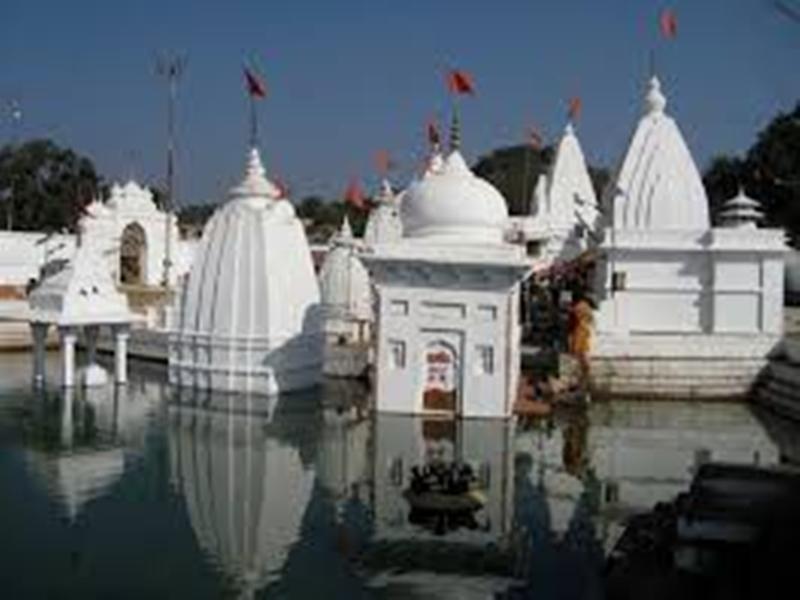 Madhya Pradesh में अमरकंटक व नेमावर से भी हटाए जाएंगे नर्मदा किनारे के अवैध धार्मिक निर्माण