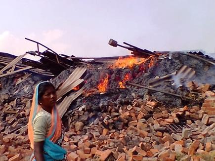 अंबिकापुर में गुड़ फैक्ट्री में लगी भीषण आग, बाल-बाल बचे बच्चे