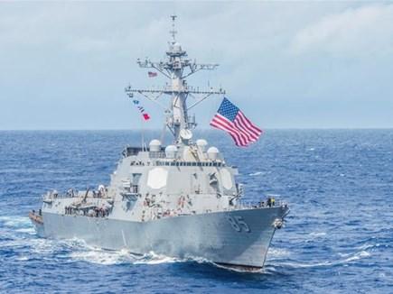 दक्षिण चीन सागर में विवादित द्वीप के नजदीक से गुजरे दो अमेरिकी युद्धपोत