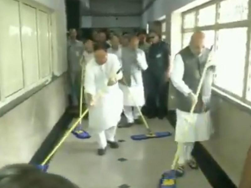 VIDEO: भाजपा अध्यक्ष अमित शाह और जेपी नड्डा ने किया AIIMS अस्पताल का फर्श साफ, जानें वजह
