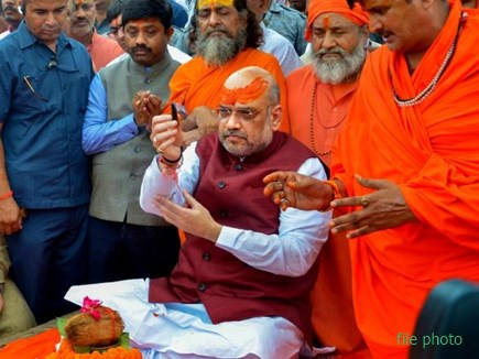 Prayag Kumbh : संगम में आज डुबकी लगाकर संतों को साधेंगे अमित शाह और योगी आदित्यनाथ