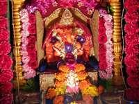 इंदौर 2 : भक्तों को लुभा रही हैं गणेशजी की आकर्षक प्रतिमाएं