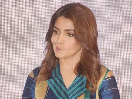 अनुष्का शर्मा को खुद पर बने मीम्स का भी पैसा चाहिए 'सुई धागा' मेकर्स से
