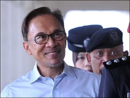 जेल से बाहर आए मलेशिया के पूर्व पीएम अनवर इब्राहिम