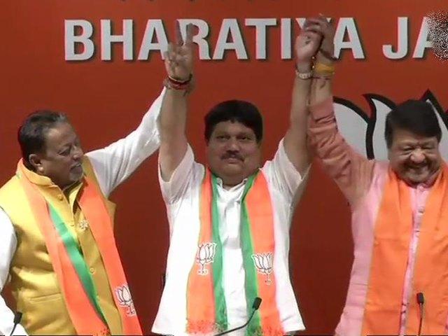 Lok Sabha Election 2019: TMC को एक और झटका, विधायक अर्जुन सिंह भाजपा में शामिल